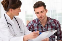 Обследование врача при простатите